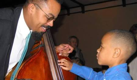 Young boy and bassist Rick Robinson (Mr. CutTime) Photo: Detroit Symphony Orchestra